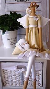 Bábiky - Béžovo-biela v klobúčiku so srdiečkom - 3754081_