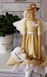 Bábiky - Béžovo-biela v klobúčiku so srdiečkom - 3754082_