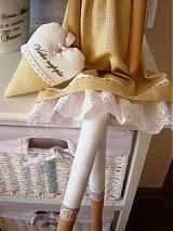 Bábiky - Béžovo-biela v klobúčiku so srdiečkom - 3754089_