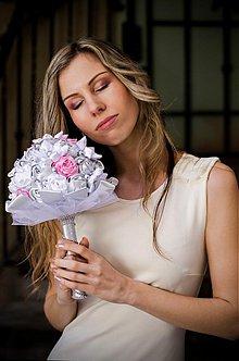 Kytice pre nevestu - Svadobná látková kytica ružovo - strieborná - 3753467_