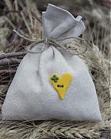 Darčeky pre svadobčanov - Vrecúško so žltým srdiečkom - 3756980_