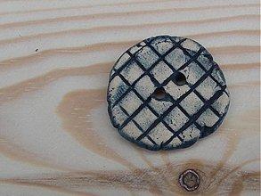 Materiál ručne robený - Reliéfny keramický gombík 3 cm - 3763762_