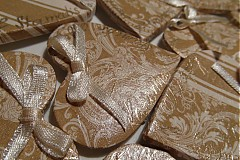 Darčeky pre svadobčanov - zlaté magnetky pre svadobčanov s mašličkami - 3774098_