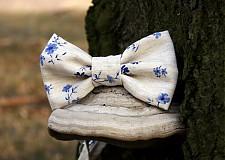 Doplnky - Pánsky motýlik s modrými kvietkami - 3782672_