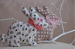 Dekorácie - Zajačik pozorovateľ malý. - 3795781_