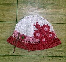 Detské čiapky - Bielo cyklamenovy s velkym motylom - 3821762_