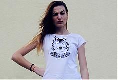 Dievča s vlkom (krátke tričko)