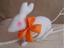 Dekorácie - Zajačik pozorovateľ biely. - 3831472_