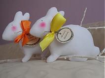 Dekorácie - Zajačik pozorovateľ biely. - 3831474_