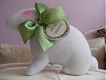 Dekorácie - Zajačik pozorovateľ biely. - 3831629_