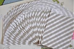 papierovy sacok sivy pruh