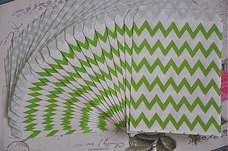 Obalový materiál - papierovy sacok zeleny cik cak - 3847533_