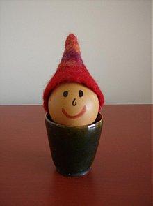 Dekorácie - Išlo vajce na vandrovku v červenom klobúčiku :-) - 3865551_