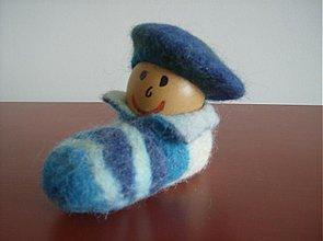 Dekorácie - Išlo vajce na vandrovku v tmavomodrej baretke - 3872408_