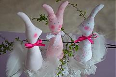 Zajačiky v ružovom