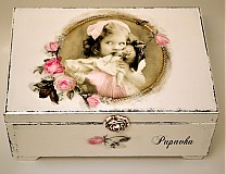 Dievčatko s bábikou