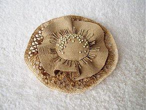 Odznaky/Brošne - Brošňa koženo-textilná, zvlnená - 3939139_
