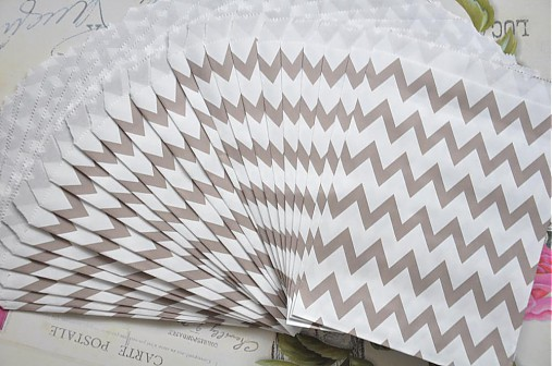 papierovy sacok sivy cik cak
