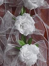 Dekorácie - Č.2 Mašle na lavice do kostola s lístkom a ružou - 3965837_