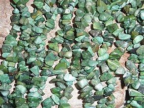 Minerály - Nefrit zlomky - 3979986_