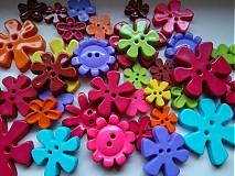 Kvietkové gombíčky výrazné farby (balíček 20ks)
