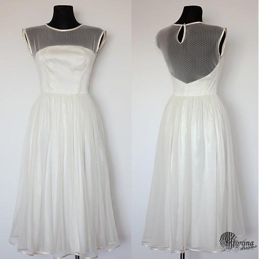 Tylové spoločenské šaty s bodkami vo vintage štýle