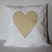 Úžitkový textil - Obliečka Bodkované srdce béžové - 4067724_