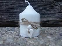 Sviečka pre hostí so srdiečkom