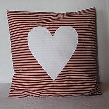 Úžitkový textil - Obliečka Bordový pásik s bielym srdiečkom - 4073351_