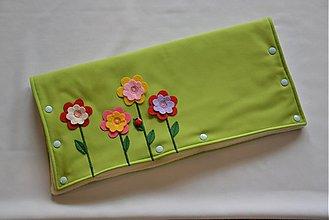 Textil - SOFTSHELLový rukávnik na kočík Kvietky - 4097812_