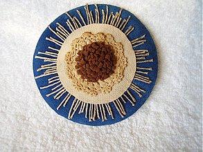 Odznaky/Brošne - Brošňa kožená, bombuľka z čokiny - 4108760_