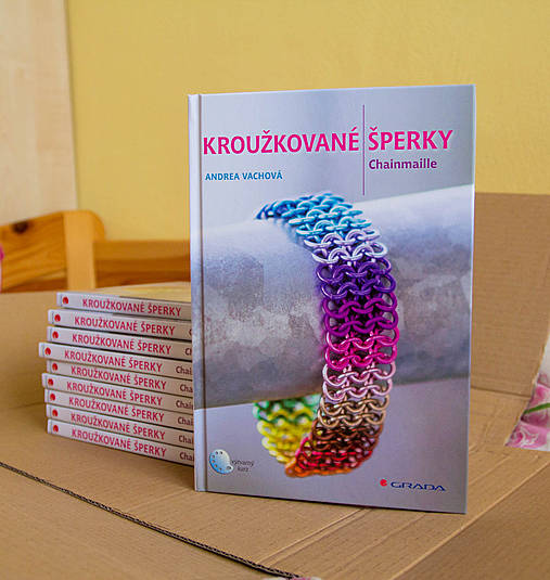 Kniha - Kroužkované šperky SLEVA (z 15,5 EUR)