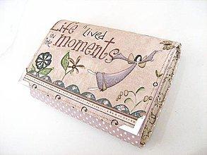 Peňaženky - Andělínka Fialková - peněženka vyšívaná rokajlem - 4145701_