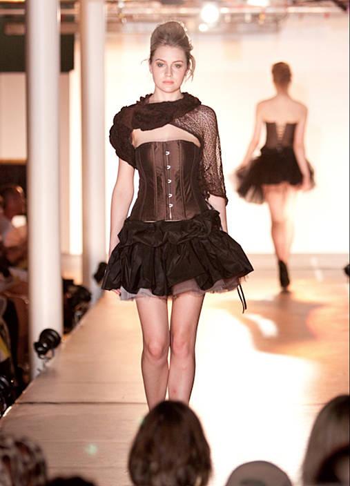 Extravagantné šaty Mollis   BeauteIntemporelle - SAShE.sk - Handmade ... 2fa73d0f9b4