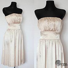 Šaty - Saténové šaty s jemným riasením a širokým pásom - 4155241_