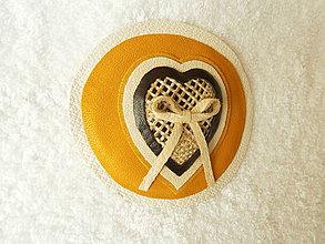 Odznaky/Brošne - Brošňa kožená, srdco slnečné - 4157154_