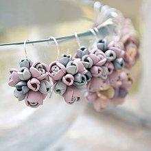 Náušnice - sivo-ružové náušnice kvety - 4189288_
