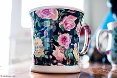Nádoby - Šálka 230ml - ruže na čiernom - 4188034_