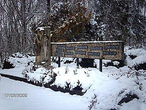 Fotografie - Pomník padlých hrdinov - 4192337_