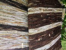 Koberec tmavo hnedý s béžovými pásmi 100x73cm