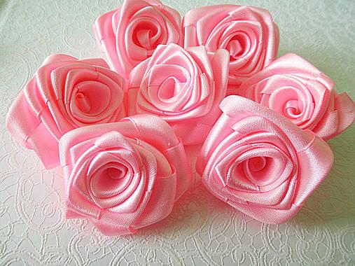saténové ružičky