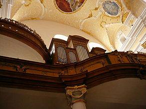 Fotografie - Interiér kostola - 4226789_
