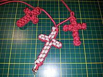 Náhrdelníky - Uzlíkový krížik z paracordu - 4252195_