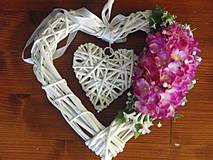 Dekorácie - Veľké srdce s cyklamenovými kvietkami - 4254733_