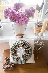 Úžitkový textil - Vankúšik s háčkovaným