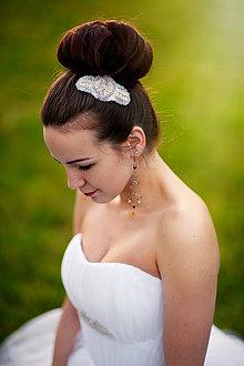 Ozdoby do vlasov - Svadobný vyšívaný hrebienok do vlasov - 4261625_