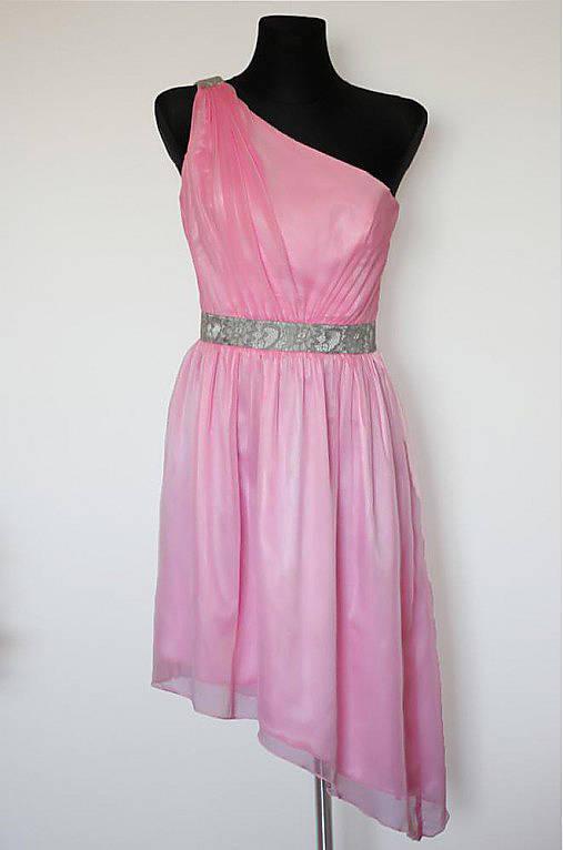 Ružové šifónové šaty na jedno plece SKLADOM   Dyona - SAShE.sk ... f840ac1393c