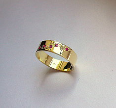 Prstene - zlatá obrúčka s červenými zirkónmi - 4262985_