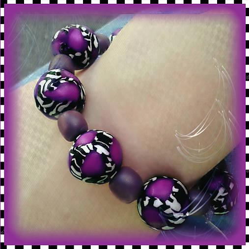 Abstraktný fialový náramok