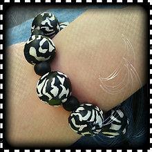 Náramky - Abstraktný čierno biely náramok - 4275671_